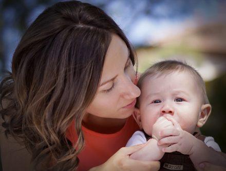 Comment porter un bébé